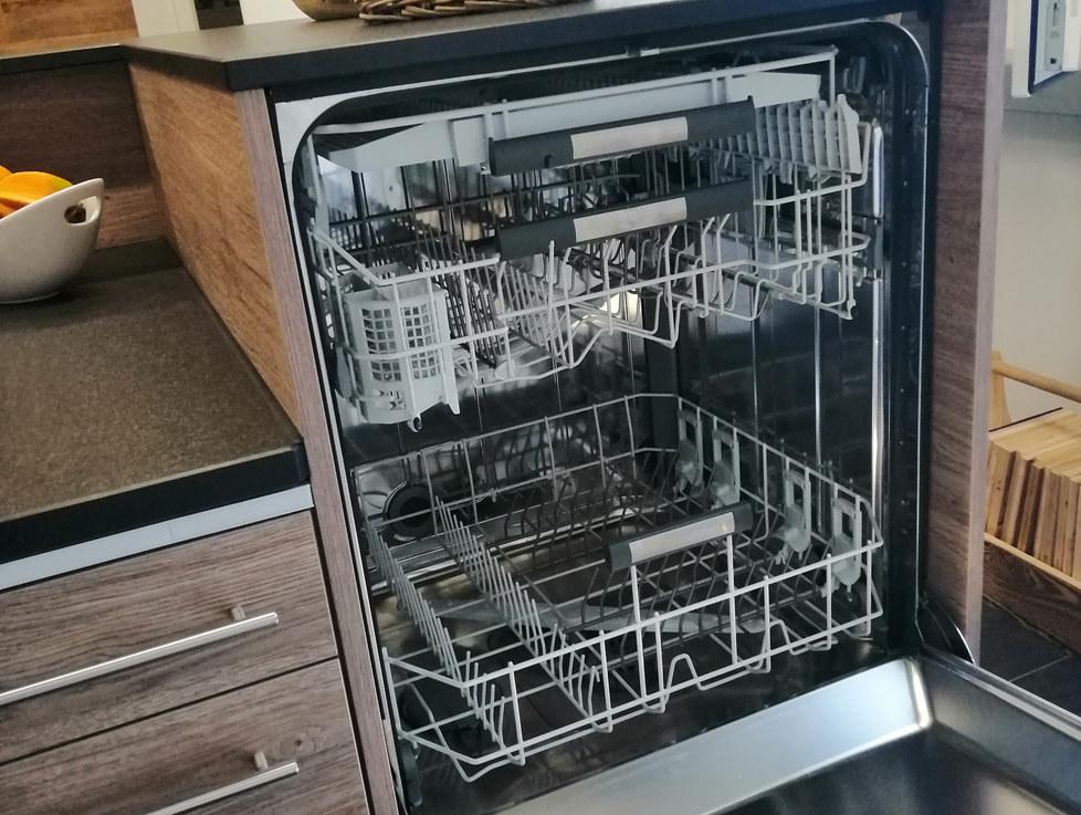 Geschirrspühler hoch eingebaut
