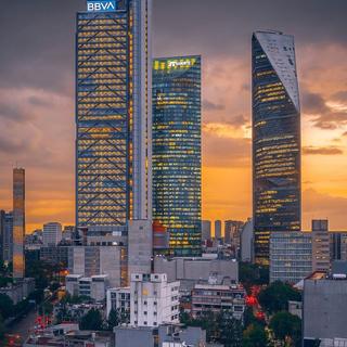 Prestamos servicios en la Ciudad de México y toda la República.  📷@july_mreko
