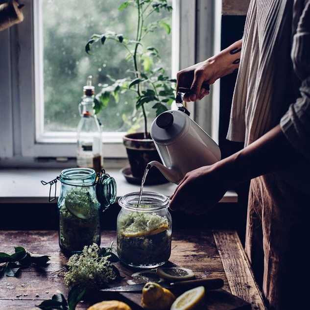 As winter approaches temperatures will only drop further.   @mr_newkmn has put together a few tips on how to boost your immune system during this season.   Head to the blog on our bio to find out more.  . . . . . . #herbs #fasting #lemon #naturalremedies #immunesystem #healthyliving #lime #healthylifestyle
