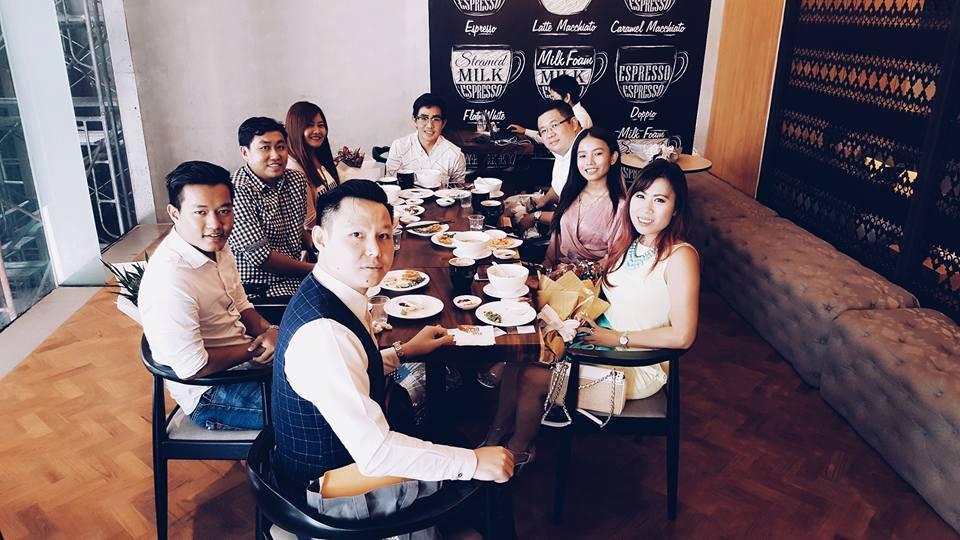 Miss Earth Myanmar ရဲ႕ National Director ကို Tiger (ေရွ႕ဆံုး) နဲ႔ ကၽြန္ေတာ္တို႔ Travel Blogger ညီအစ္ကို ေမာင္ႏွမမ်ား