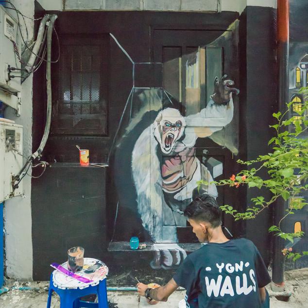 YGN Walls အဖွဲ့သားတွေရဲ့ တက်တက်ကြွကြွ အနုပညာပုံဖော်နေတာ