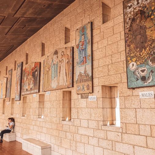 ဒီဘုရားကျောင်းမှာ နိုင်ငံတကာက ရိုးရာပုံစံအမျိုးမျိုးနဲ့ မယ်တော်မာရိ ရဲ့ ပုံတော်တွေကို မြင်တွေ့ကြရမယ်