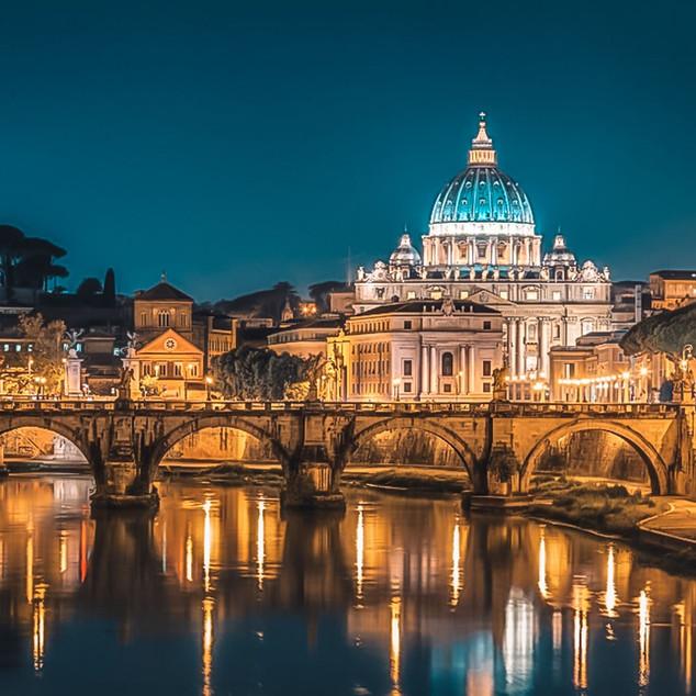 ညဘက်မြင်ရတဲ့ Vatican City ရဲ့ အလှ
