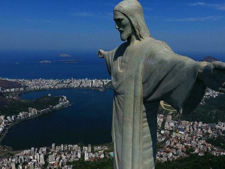 နာမည်ကျော် ခရစ်တော်ရုပ်တုကြီးပေါ် နေထွက်ချိန် ကြည့်လို့ အထိန်းသိမ်းခံရတဲ့ ပြင်သစ်ခရီးသွား နှစ်ဦး