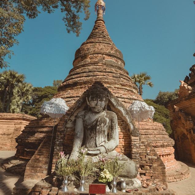 Yatanar Si Mee Pagodas