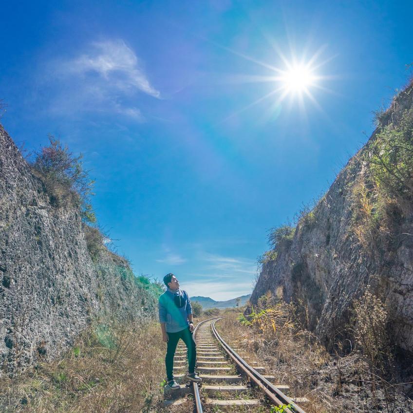 ဗျိုက်တောင်တစ်ဘက်ခြမ်းရထားလမ်း