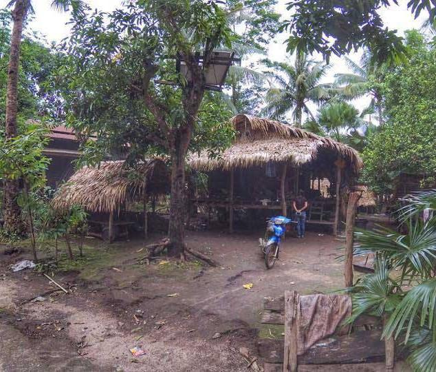 ရွာအိမ်လေးတစ်ခုကို ဝင်လေ့လာ