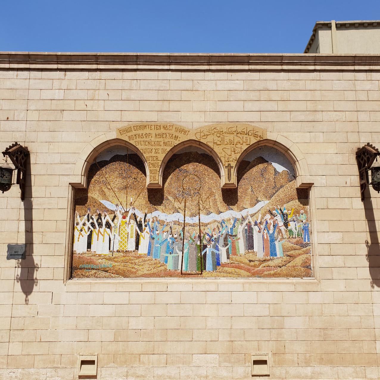ဘုရားကျောင်းအဝင်က ပန်းချီများ