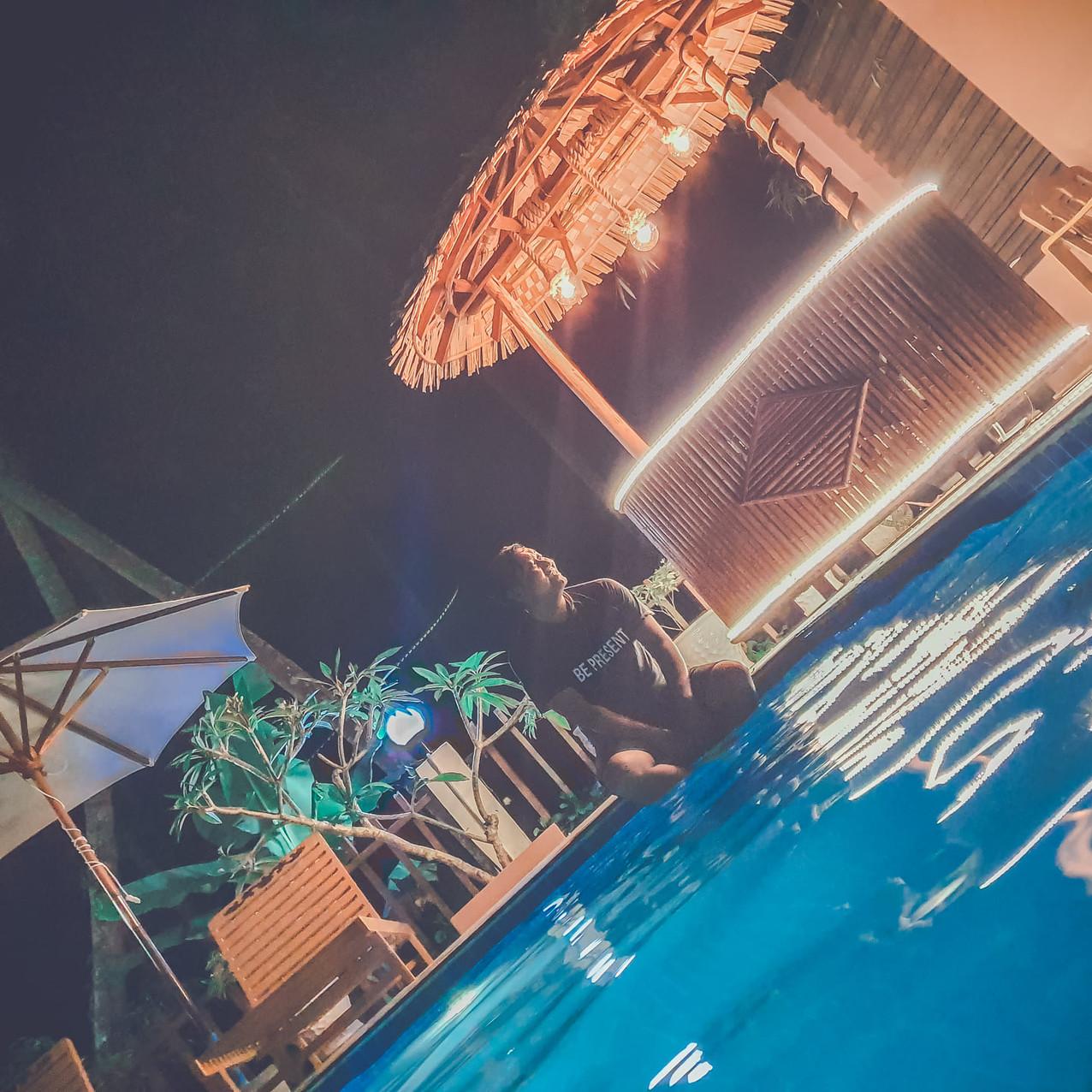 ဟိုတယ် ရွှေသောင်ယံ က ရေကူးကန်