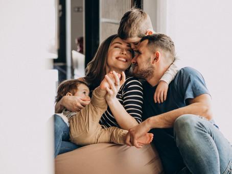 5 brincadeiras para animar os momentos em família