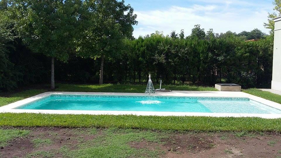 piscina con cañon de agua