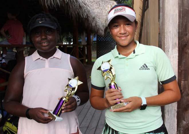 Ngọc Nhi (bên phải) xuất sắc đăng quang trên đất Mỹ | VUA-THE-THAO