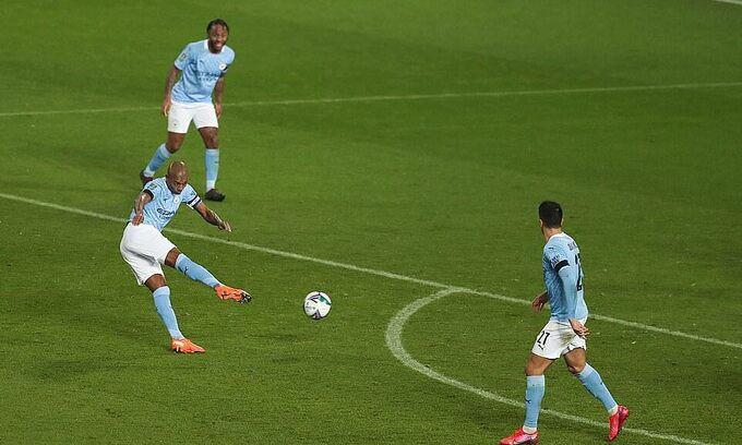 Cú vô lê ấn định chiến thắng 2-0 của Fernandinho  Jp88