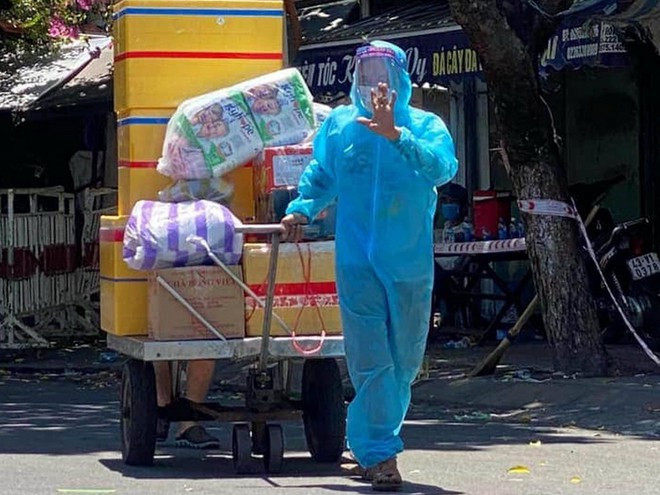 Đội tự nguyện chuyển hàng chế xe tự kéo để hỗ trợ ở khu vực cách ly |VUA-THE-THAO