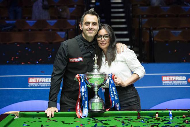O'Sullivan cùng vợ ăn mừng chức vô địch thế giới lần thứ 6 |VUA-THE-THAO