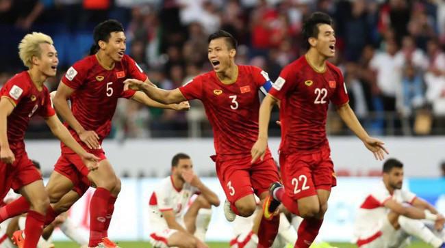 Việt Nam gây bất ngờ khi dẫn đầu bảng G sau năm lượt trận.   VUA-THE-THAO