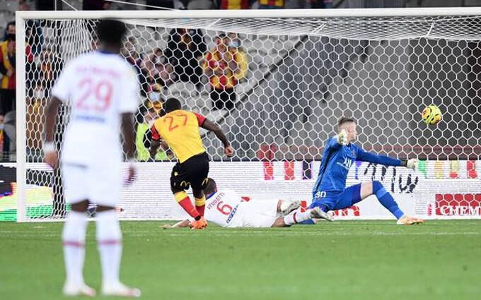 Thủ môn 20 tuổi Bulka trả giá cho sai lầm chuyền bóng. |VUA-THE-THAO