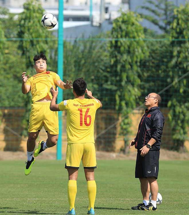 Các cầu thủ U22 Việt Nam rèn thể lực trong buổi tập sáng |VUA-THE-THAO