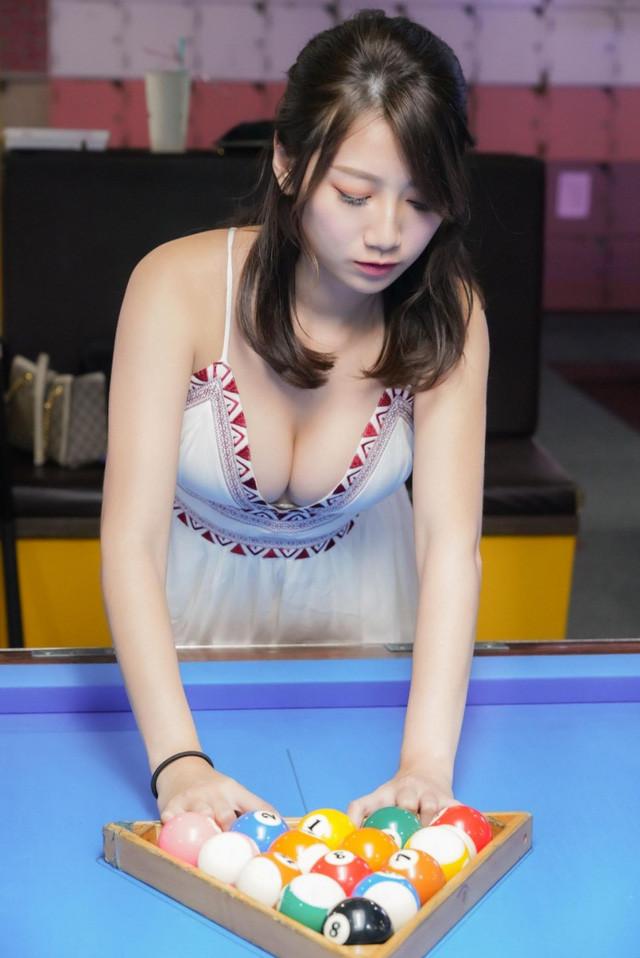 Hình ảnh cô nàng xếp bóng bi-a gây xôn xao cộng đồng mạng  ST666-VN-GAMES