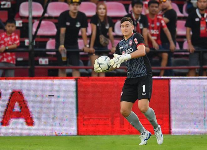 Văn Lâm đang chơi hay trong màu áo Muangthong United  VUA-THE-THAO