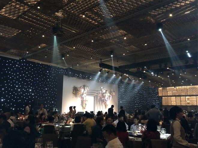Không gian ấm cúng trong bữa tiệc |VUA-THE-THAO
