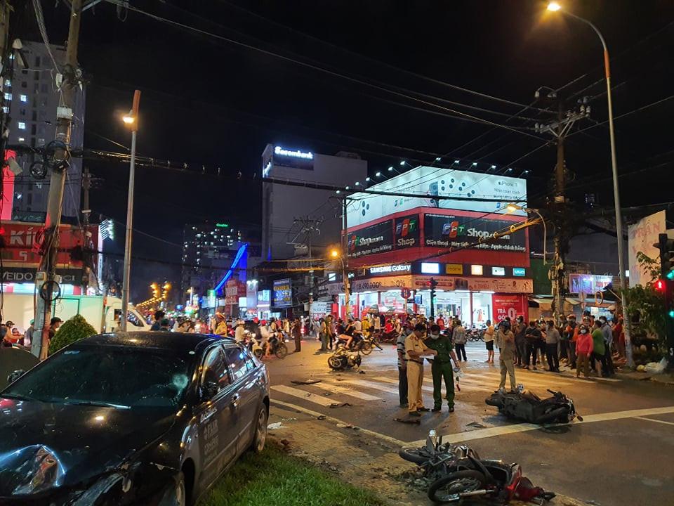 Hiện trường vụ tai nạn ô tô Camry tông 8 xe máy |VUA-THE-THAO