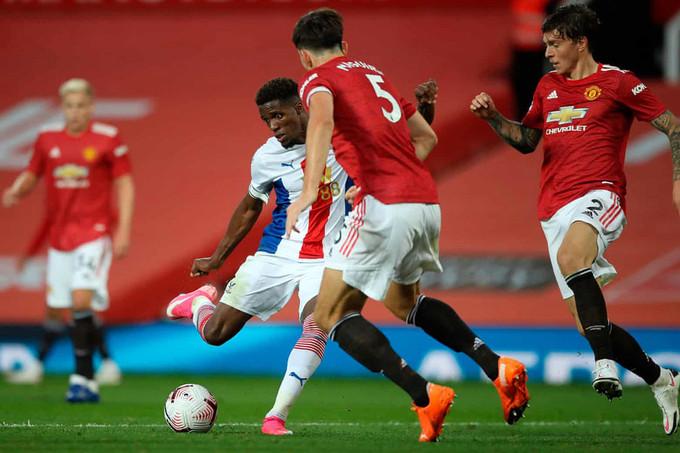 Zaha sút chìm vào góc gần, ấn định chiến thắng 3-1 cho Crystal Palace  VUA-THE-THAO