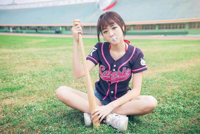 Nàng hot girl cũng là một tín đồ của bộ môn bóng chày |ST666-VN-GAMES