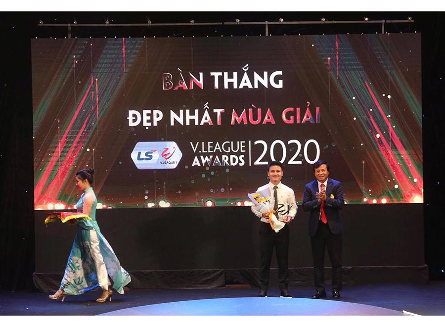 Quang Hải với siêu phẩm ghi vào lưới CLB Sài Gòn giành giải Bàn thắng đẹp nhất giải |VUA-THE-THAO