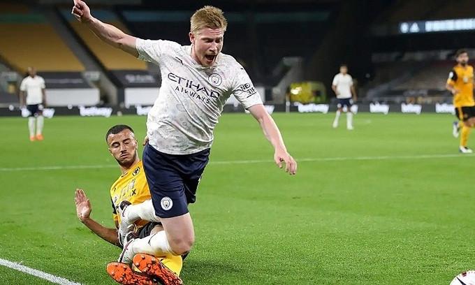 Saiss phạm lỗi với De Bruyne, khiến Wolves bị phạt đền  JP88