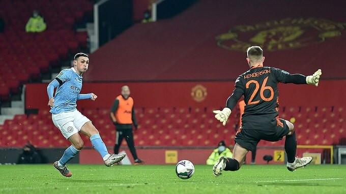 Nửa đầu hiệp một, Man City có hai lần không được công nhận bàn thắng do lỗi việt vị  Jp88