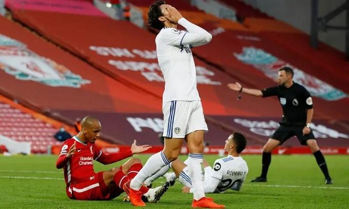 Rodrigo trở thành tội đồ với pha phạm lỗi trong cấm địa khi hiệp hai chỉ còn ba phút |JP88