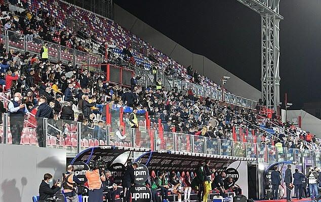 Khoảng 1.000 CĐV Crotone được phép vào sân dự khán trận đấu  VUA-THE-THAO