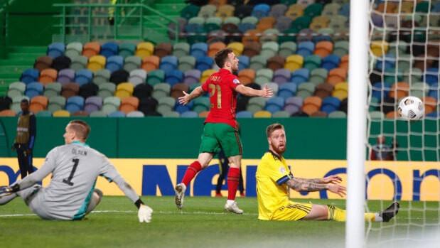Hàng thủ Thụy Điển không thể ngăn Jota ghi bàn |JP88