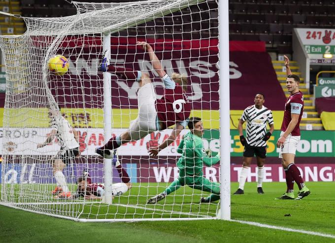 Maguire đánh đầu tung lưới Burnley nhưng không được công nhận bàn thắng |Jp88