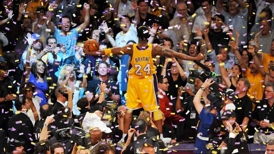 Kobe Bryant ăn mừng chiếc cúp vô địch thứ 5 trong sự nghiệp |VUA-THE-THAO