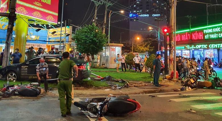 Nhiều người bị thương được đưa đi cấp cứu sau đó. |VUA-THE-THAO