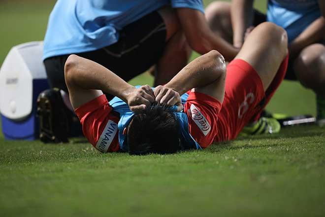Lý Công Hoàng Anh nằm ôm mặt sau chấn thương |VUA-THE-THAO