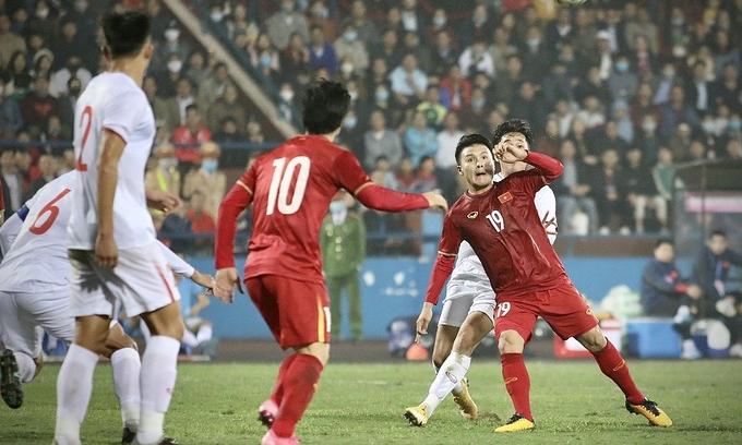 Pha bóng Quang Hải vô-lê cắt kéo ghi bàn nâng tỷ số lên 2-1 |VNGAMES