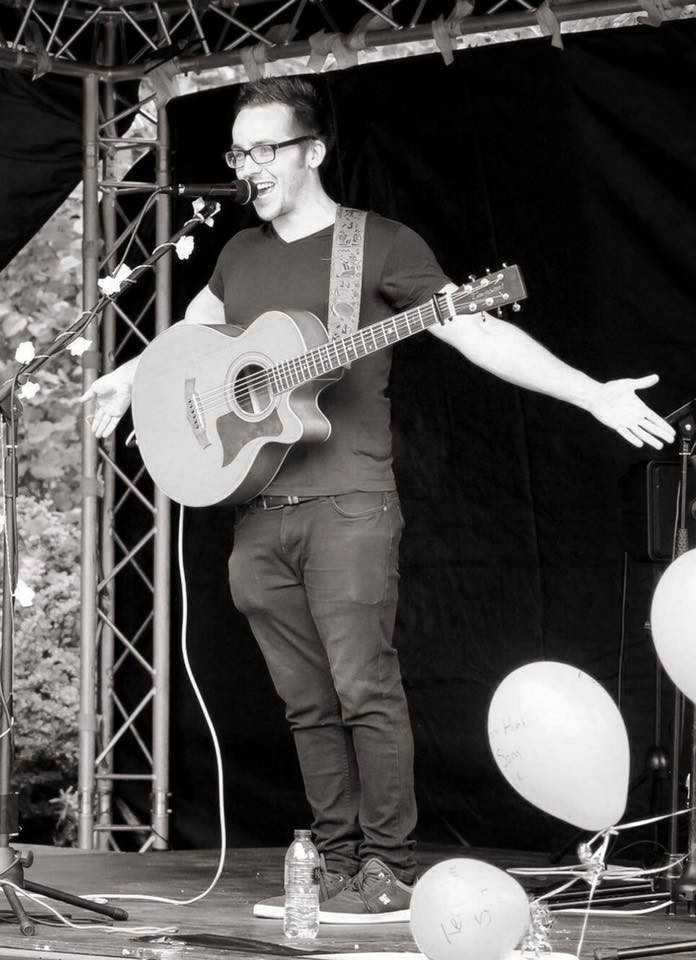 An image of Andrew Warner Music playing at a local music festival