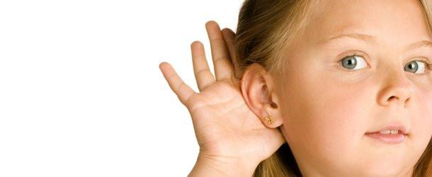 Dzieci grają ze słuchu zanimpoznają nuty.