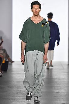 """<img src=""""green shirt.png"""" alt=""""Green Silk Shirt with Gun Motif"""">"""
