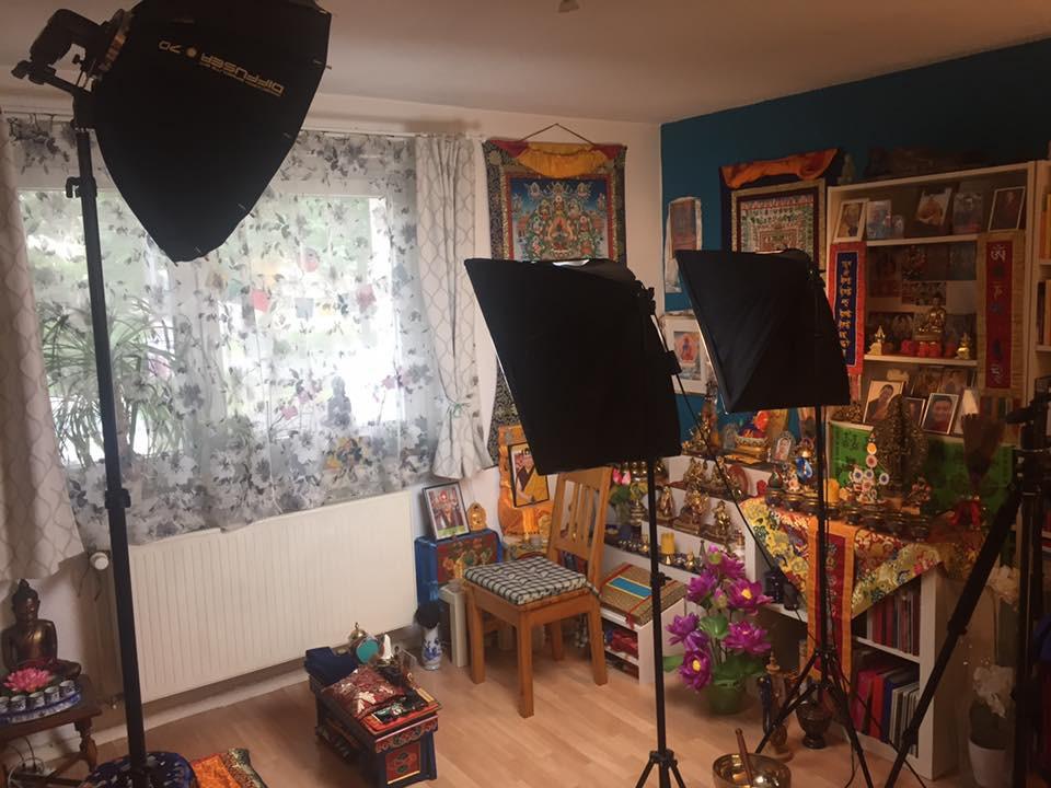 Backstage Photoshooting für Sangha Friend Produkt. Handarbeit aus Berlin.
