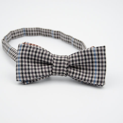 Bowtie for men suit/shirt.Pre-tied. Approx. 6x12cm.Black. Check