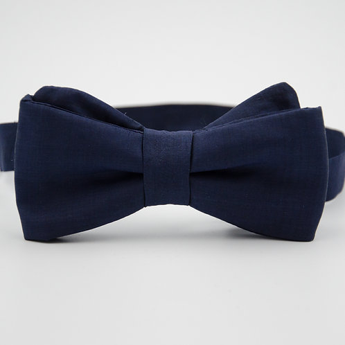Silk bowtie for men suit/shirt. Pre-tied. Approx. 6x12cm. Dark blue