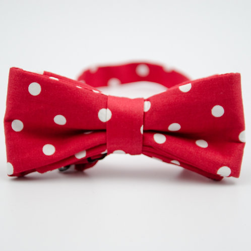Bowtie made of cotton approx. 6x12cm. Adjustable and pre-tied. Red + White dot
