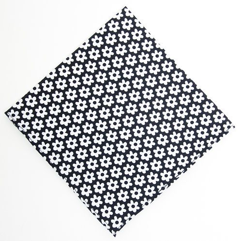 Pocket square made of cotton blend cir. 28x28cm. Handmade in Berlin. Floral Print. Black