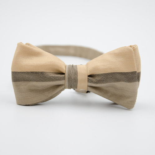 Fliege für Herren Anzug/Hemd aus Seide. Vorgebunden. Ca. 6x12cm. Beige+Creme