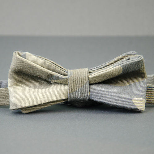 Bowtie made of cotton approx. 6x12cm. Adjustable and pre-tied. Camouflage. Olive green