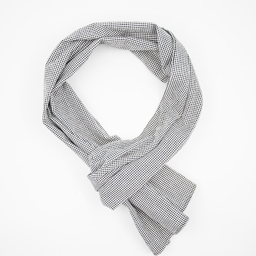 Cotton scarf made of seersucker cotton. Breathable and suitable as sommer scarf cir.20x200cm. Small Check Black